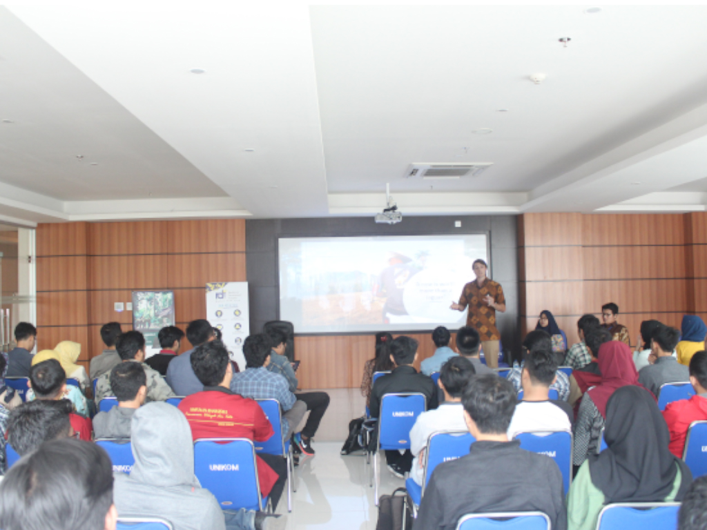 RDI-UNIKOM Joint Studium Generale On The Importance Of Local Perspective